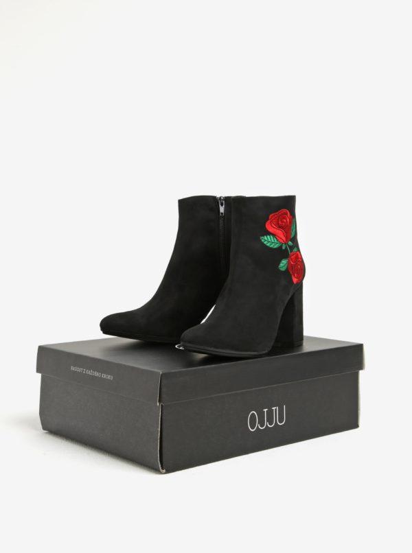 Čierne členkové topánky v semišovej úprave na podpätku s výšivkou OJJU