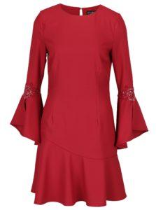 Červené šaty so zvonovými rukávmi a výšivkou Little Mistress