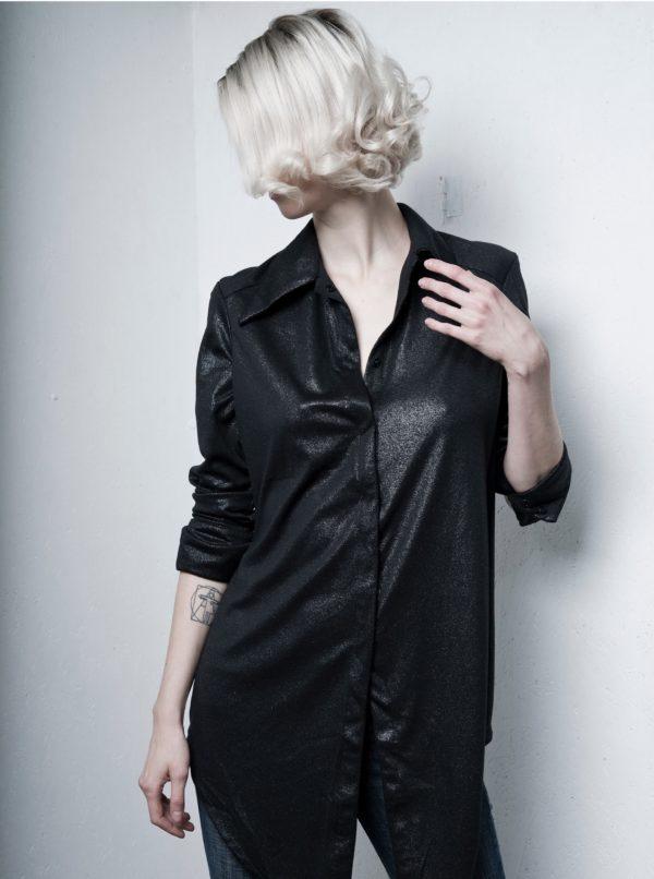 Čierna dlhá košeľa s metalickým vzorom La femme MiMi