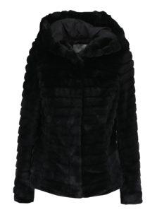 Čierna bunda s umelým kožúškom a kapucňou VILA Maya