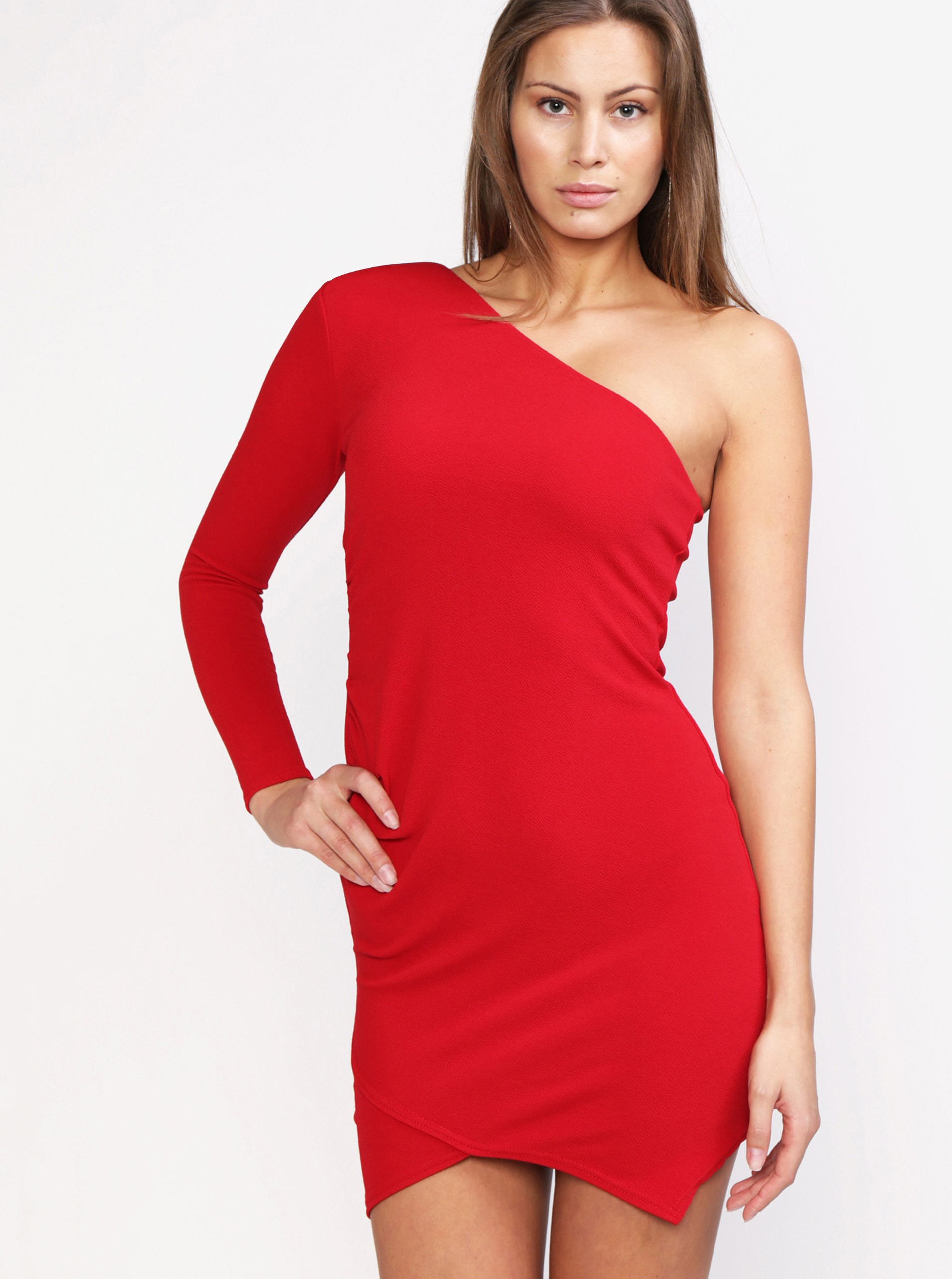 c8b3fec9dcc3 Červené asymetrické šaty MISSGUIDED