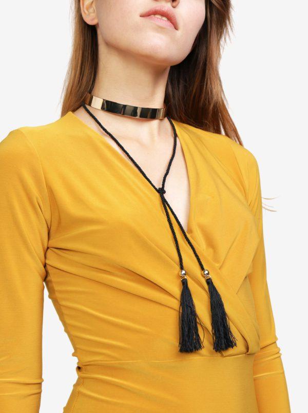 Choker v zlatej farbe so strapcom MISSGUIDED