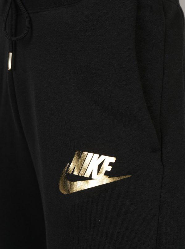 Čierne dámske tepláky s potlačou v zlatej farbe Nike Rally