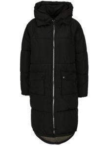 Čierny prešívaný kabát s kapucňou ONLY Gina