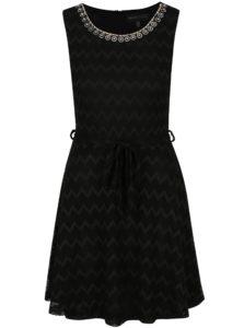 Čierne čipkované šaty s ozdobnými detailmi Mela London