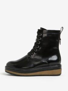 ead75cf5ab Čierne lesklé členkové topánky na platforme Tamaris