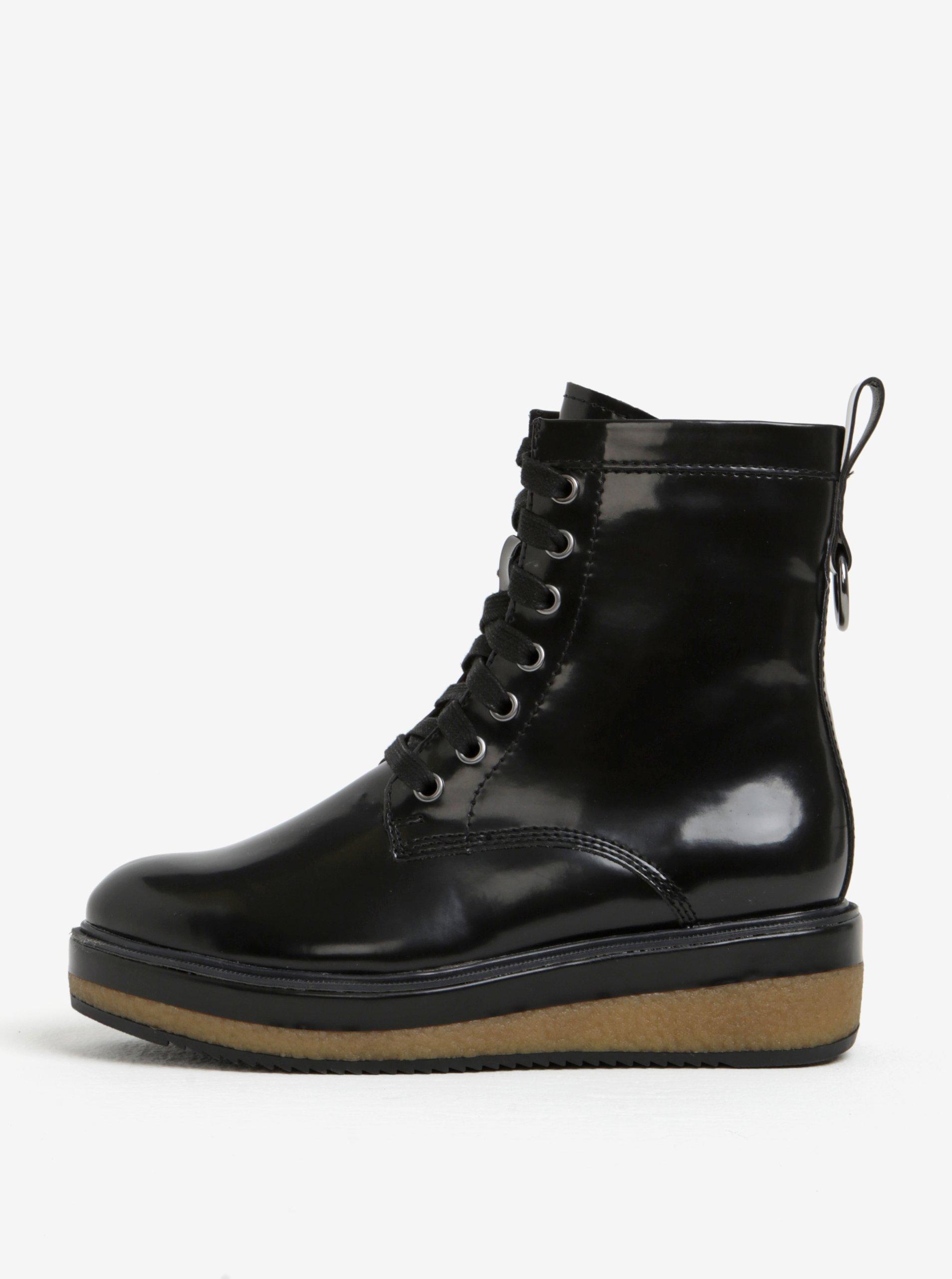 69ae5e63112f Čierne lesklé členkové topánky na platforme Tamaris