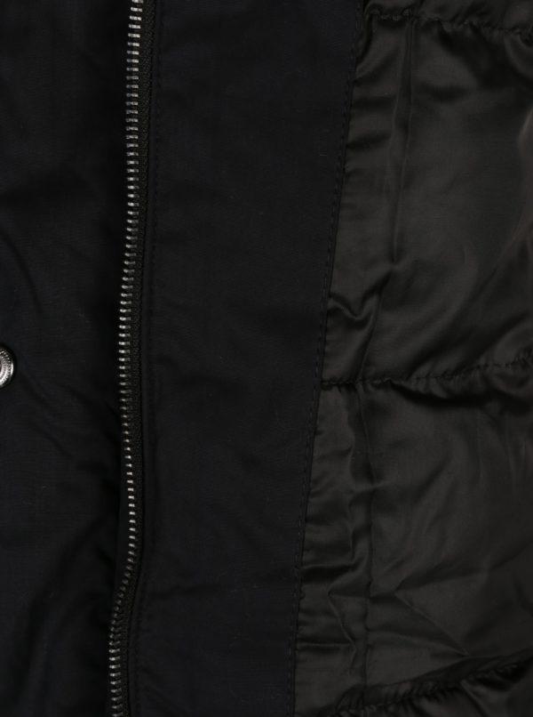Čierny kabát s kožúškom ONLY Sarah