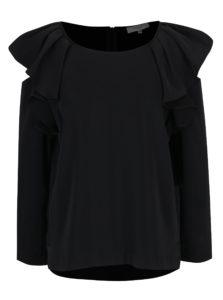 Čierna blúzka s prestrihmi na ramenách a volánmi Selected Femme Kassia