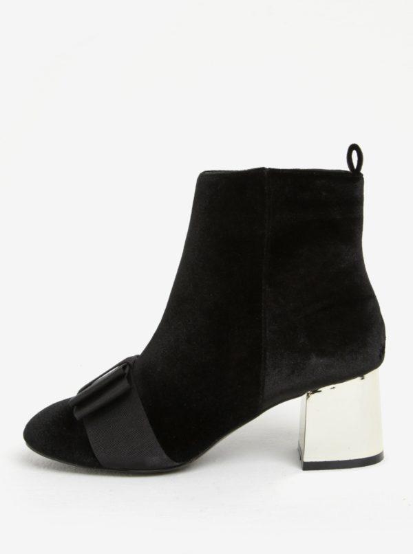 Čierne zamatové členkové topánky na podpätku Miss KG Talisa