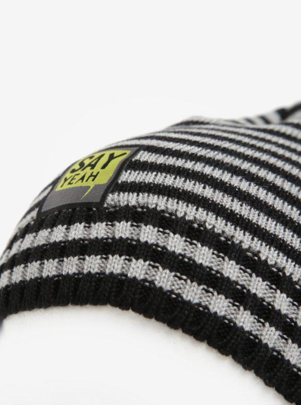 Čierno–sivá pruhovaná chlapčenská čiapka 5.10.15.