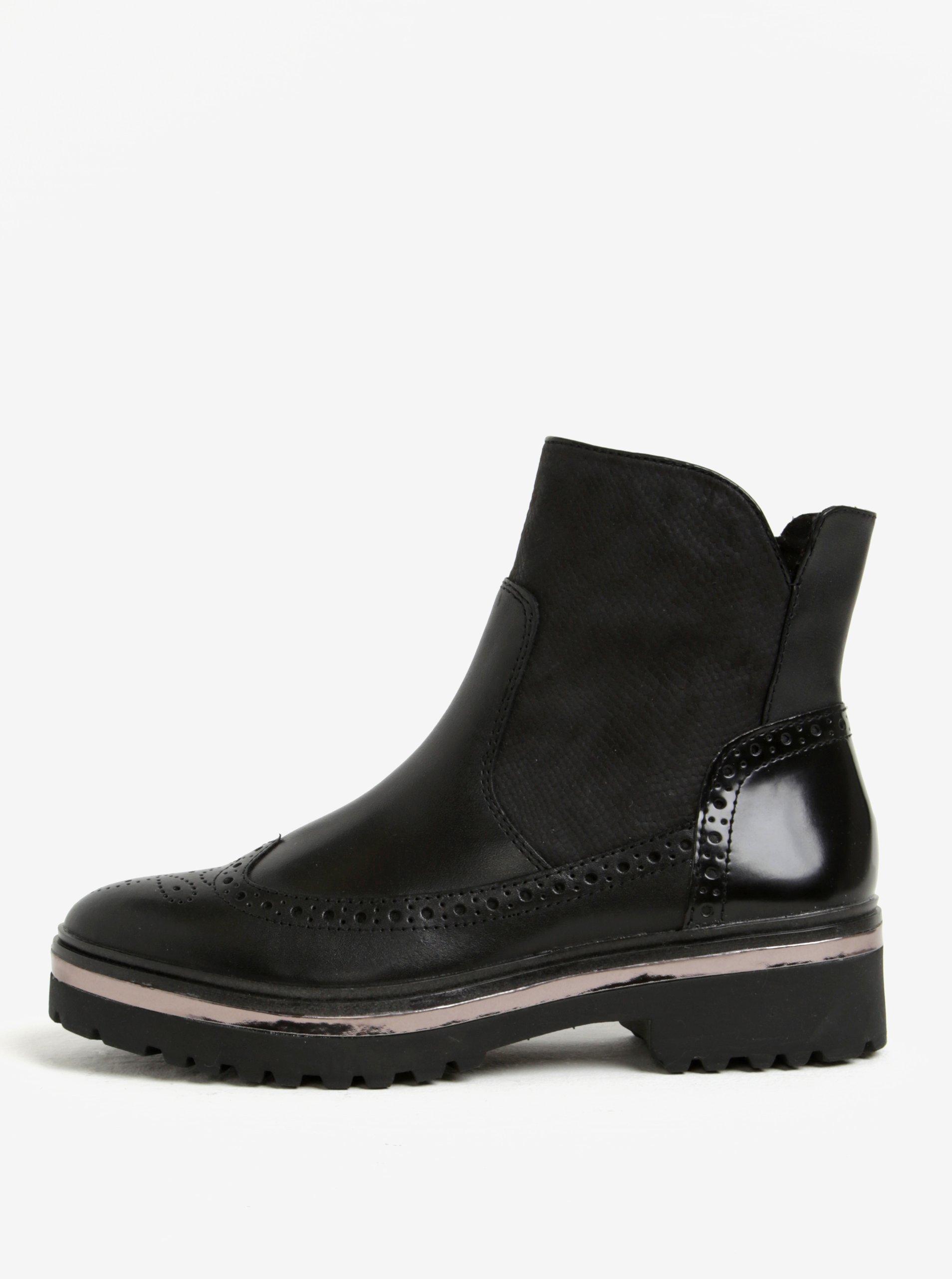 b9a97068a8db Čierne kožené členkové topánky na platforme Tamaris