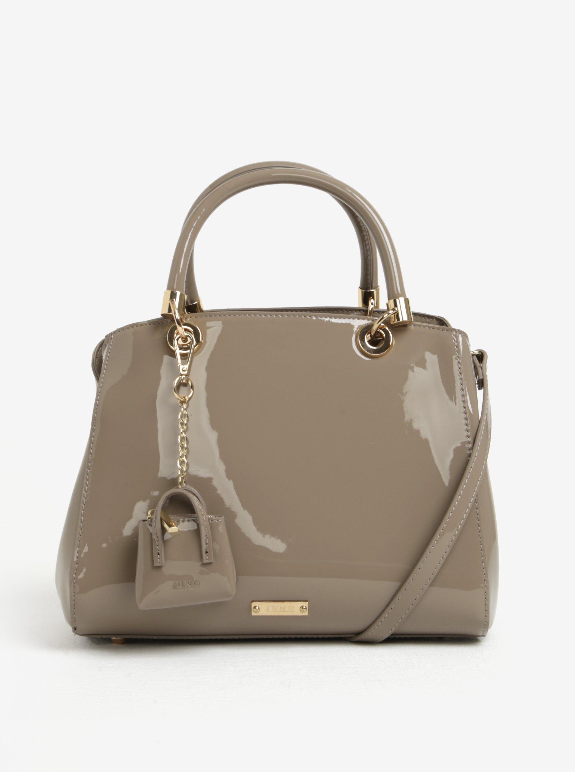 Béžová lesklá kabelka do ruky s príveskom Juno  4e018922ac0