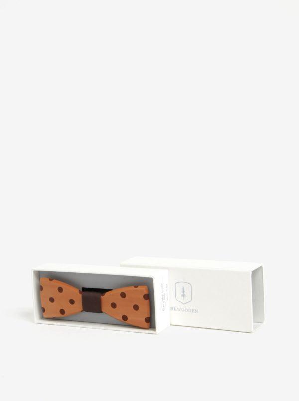 Hnedý pánsky drevený gravírovaný motýlik s bodkami BeWooden Dolo