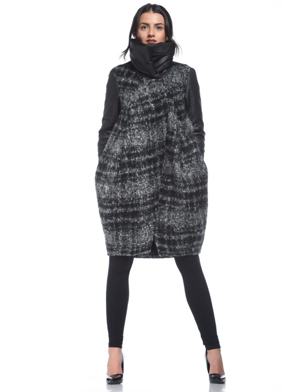 Čierno-sivý pásikavý balónový vlnený kabát Alexandra Ghiorghie Mery