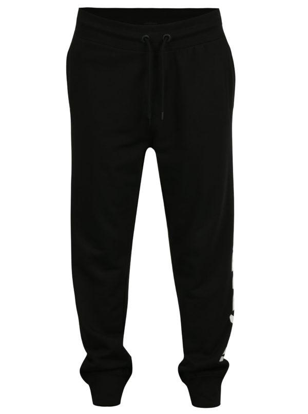 Čierne tepláky s potlačou na nohavici Ivy Park