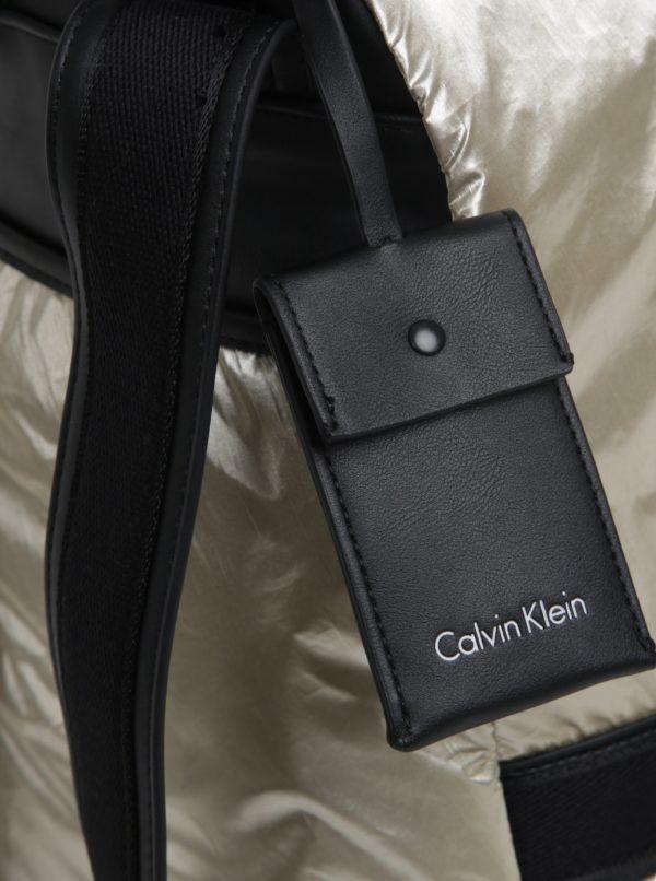 Metalický dámsky batoh v zlatej farbe Calvin Klein Jeans Fluid