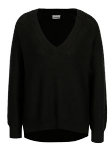 Čierny sveter s véčkovým výstrihom Noisy May Ayi