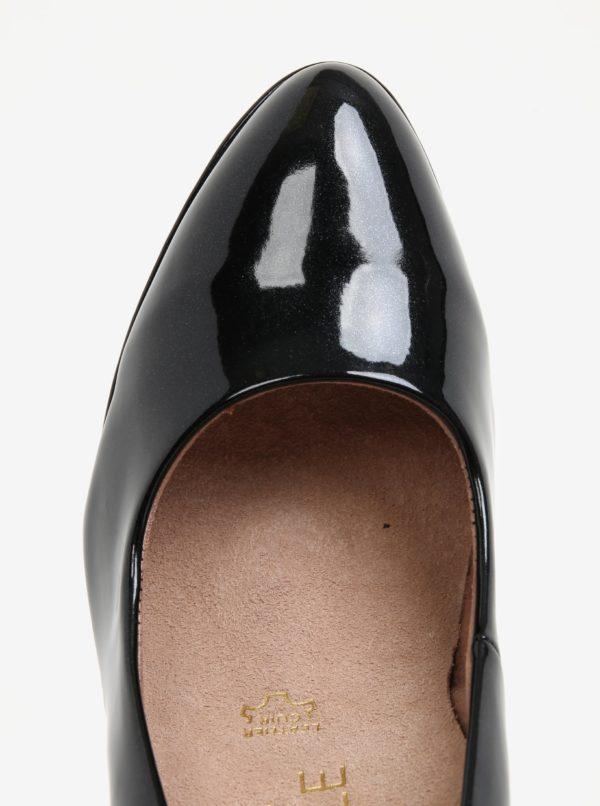 Čierne lesklé lodičky na ihlovom podpätku Tamaris  732e996839