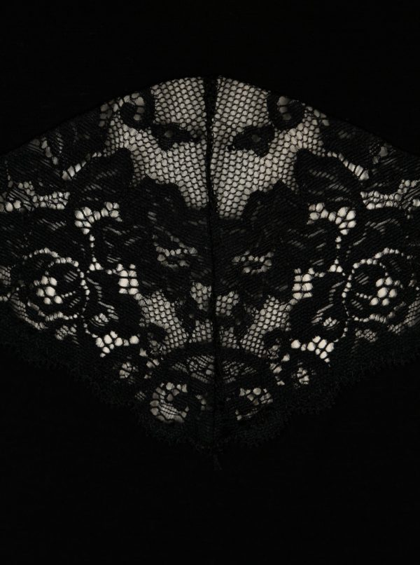 Čierna nočná košieľka s čipkovanými detailmi Eldar Debora