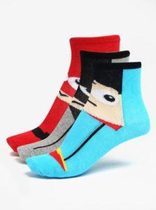 Súprava troch párov chlapčenských ponožiek s motívom superhrdinov v červenej a modrej farbe 5.10.15.