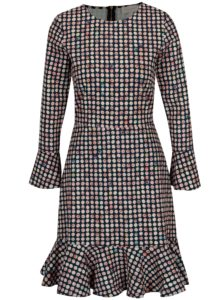 Tmavomodré bodkované šaty s volánom Closet