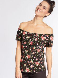 Čierne kvetované tričko s odhalenými ramenami Blutsgeschwister