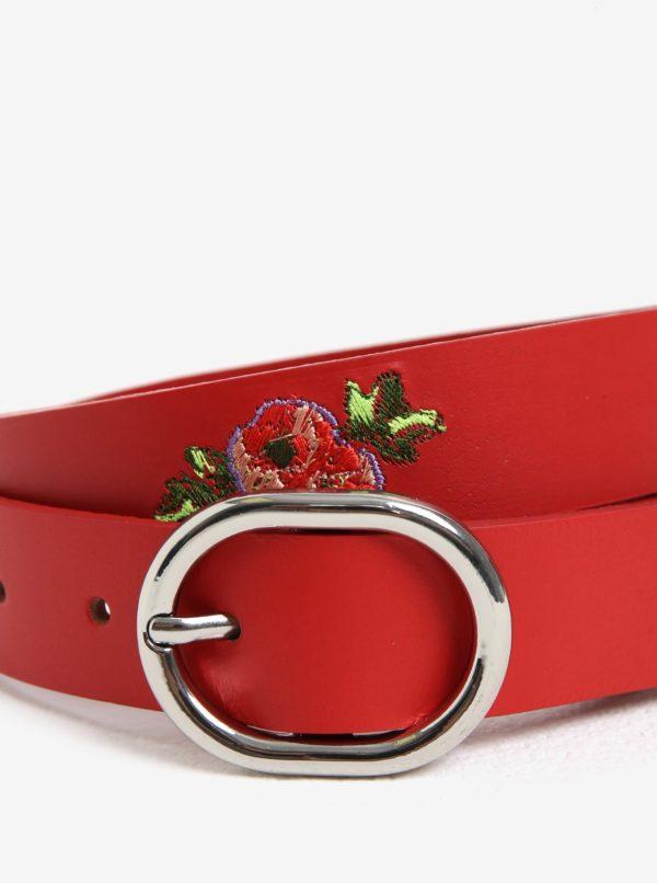 Červený kožený opasok s kvetinami Pieces Iviaya