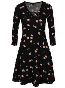Čierne kvetované šaty so šnurovaním v dekolte TALLY WEiJL