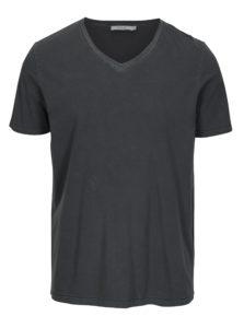 Tmavosivé basic tričko s véčkovým výstrihom Jack & Jones Carter