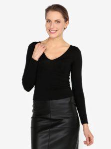 Čierne tričko s véčkovým výstrihom Miss Selfridge