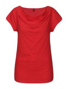Červené tričko s nazberkaním v dekolte Tranquillo Hedera