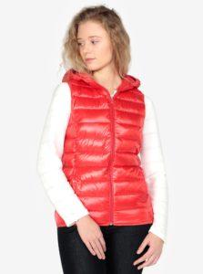 Červená dámska prešívaná vesta s kapucňou QS by s.Oliver
