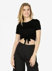 Čierny crop top s uzlom Miss Selfridge