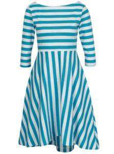 Bielo-modré pruhované šaty miestni