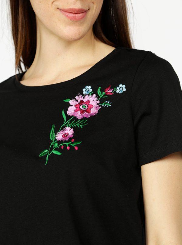 Čierne tričko s výšivkou VERO MODA Lenna