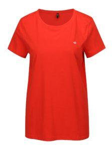 Červené tričko s výšivkou pier ONLY Nora