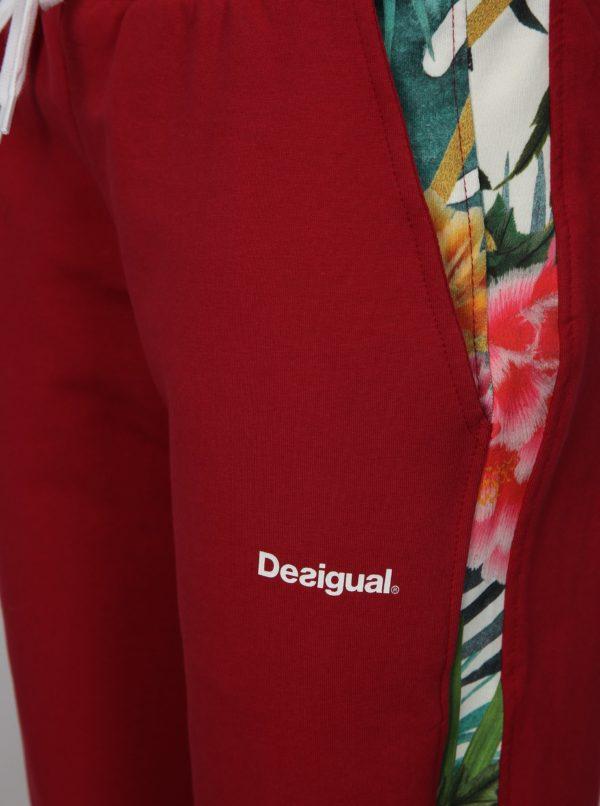 Tmavoružové tepláky s kvetovaným vzorom Desigual Sport