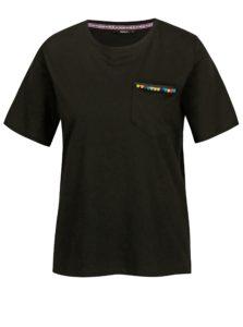 Čierne tričko s náprsným vreckom ONLY Tally