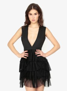 Čierne šaty s véčkovým výstrihom MISSGUIDED