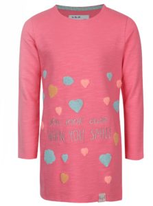 Ružové melírované dievčenské šaty s nášivkami 5.10.15.