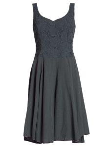 Tmavosivé kolové šaty s čipkou Blutsgeschwister