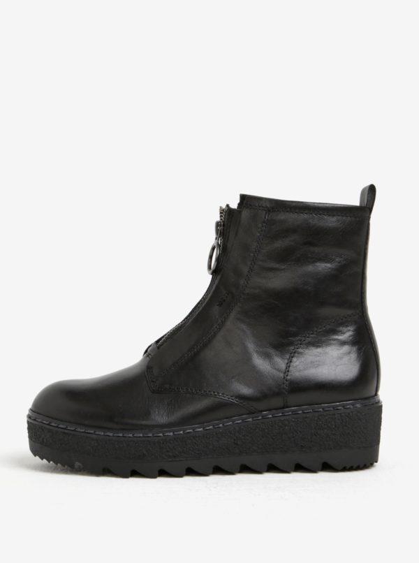 Čierne kožené členkové topánky na platforme so zipsom Tamaris