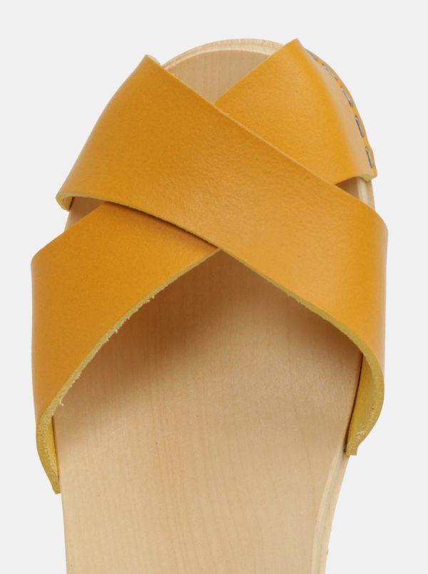 Dreváky na podpätku s horčicovými koženými remienkami Swedish Hasbeens Mirja