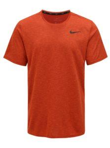 Tehlové pánske funkčné tričko s potlačou loga Nike