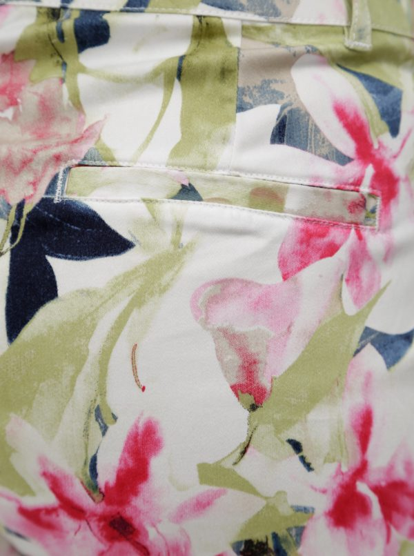 Zeleno-biele kvetované skrátené regular nohavice Yest