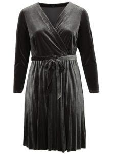 Sivé zamatové metalické šaty s prekladaným výstrihom simply be.
