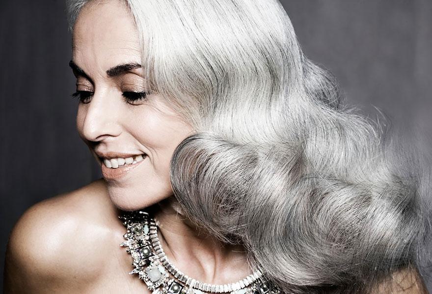 Krásna aj v zrelom veku! 59-ročná stará mama je stále modelkou