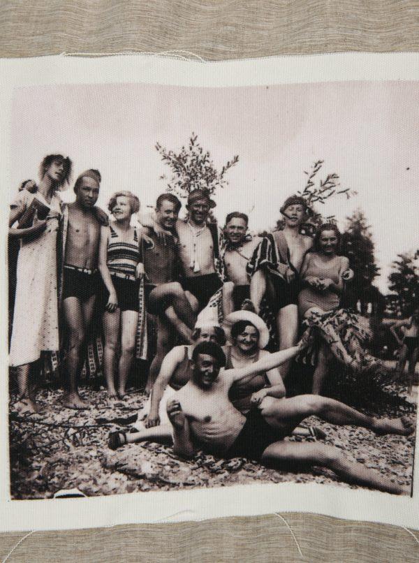 Čierna unisex mikina s potlačou La femme MiMi Leto s tetou Věrou