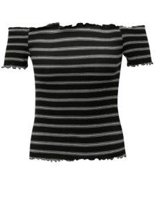 Čierny pruhovaný crop top s odhalenými ramenami Miss Selfridge